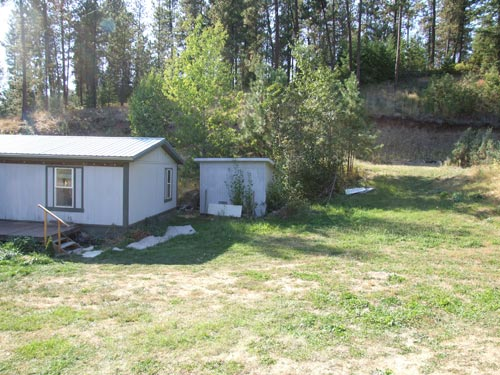 Side Yard and Outbuilding - Nice Quality Shed